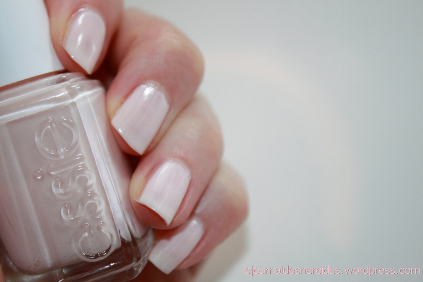 ESSIE 162 BALLET SLIPPERS SWATCH